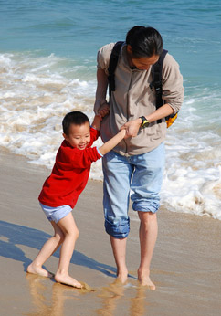 dad-son-beach-c-Salma001