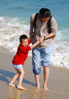 dad-son-beach-c-Salma001