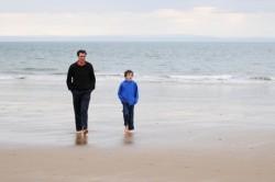 dad-son-beach-apart.© Ccharleson