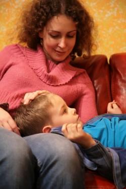 mum-son-sofa-headonlap.© Paha_l