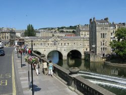 Pulteney bridge in Bath, England © Adrian Pingstone
